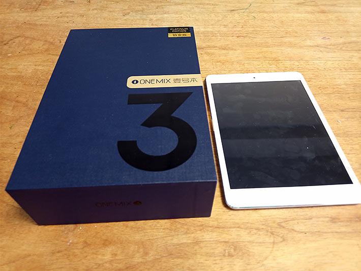 OneMix3Proプラチナエディションの箱